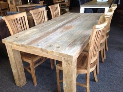 robuust rustiek teak tafel met dik blad