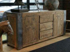 teak dressoir industrial met ijzeren randen en poten in rustieke uitvoering