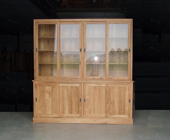 maatwerk blank teak vitrinekast met glazen deuren