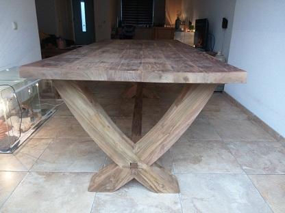 Tafel X Poot : Hoogglans poot eettafel een tafel die rust en luxe uitstraalt