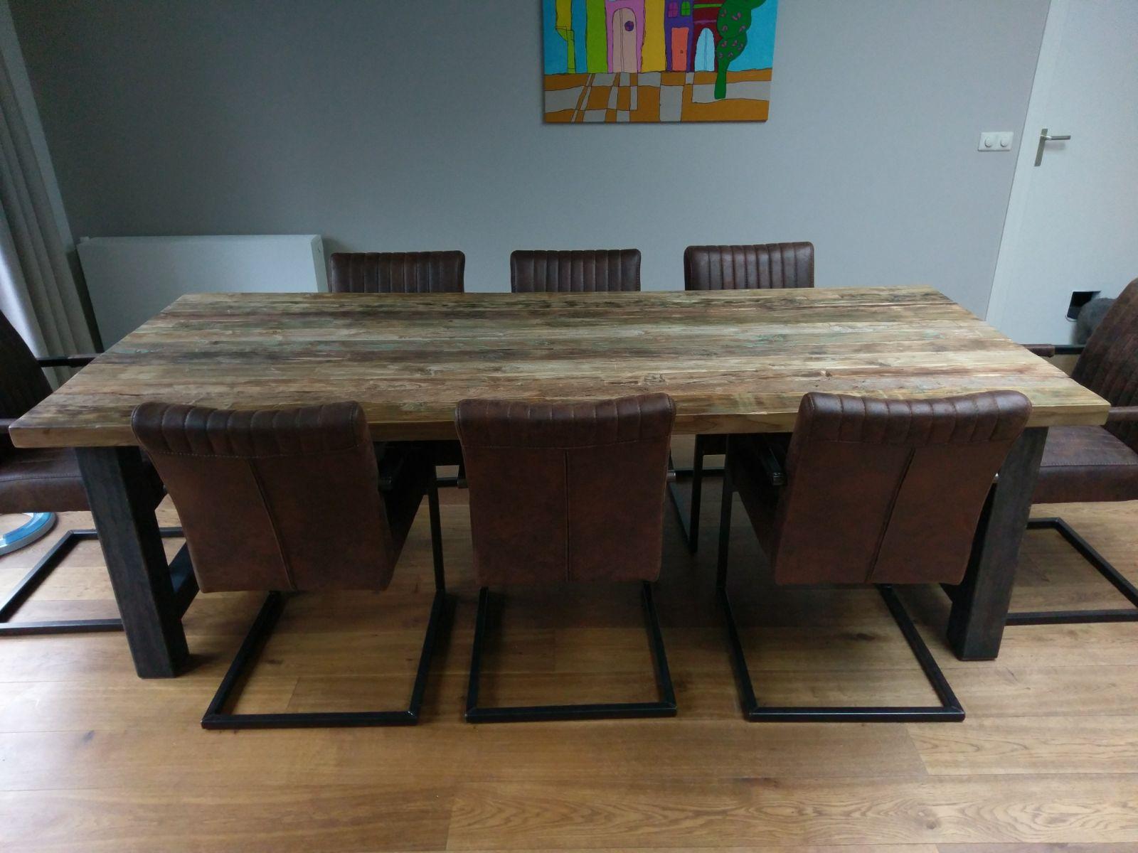 vlekken uit houten tafel verwijderen